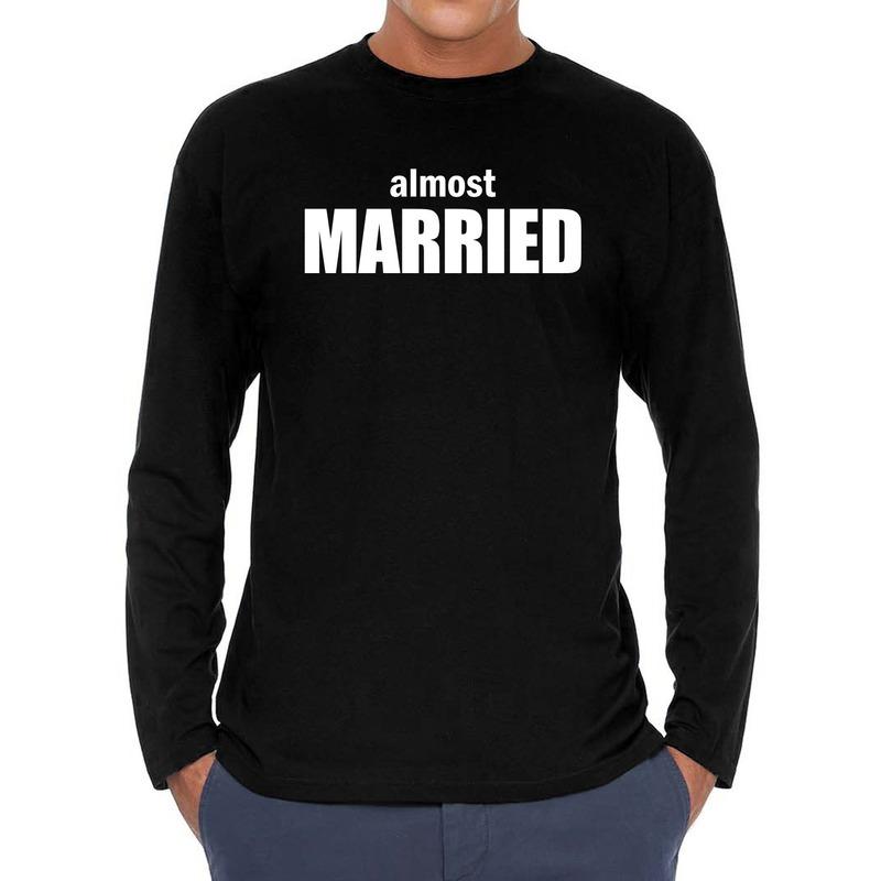 Long sleeve t-shirt zwart met Almost married bedrukking voor heren