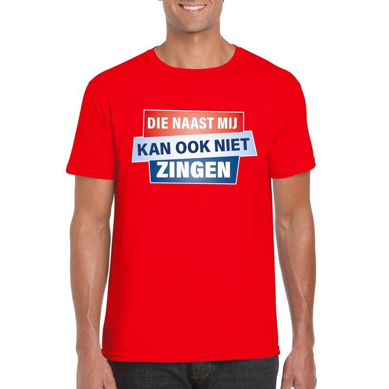 Rood T-shirt Die naast mij kan ook niet zingen heren
